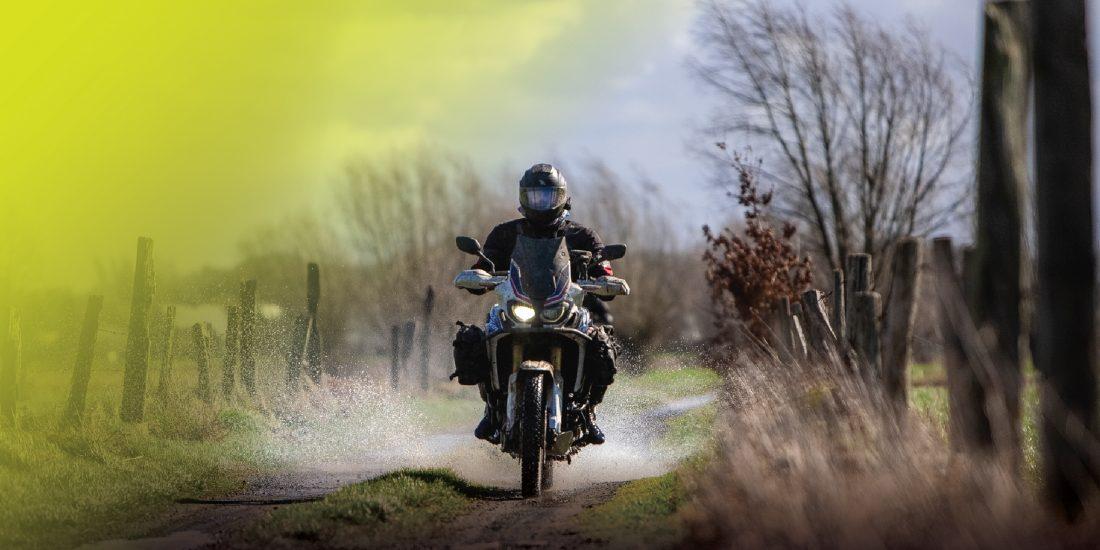 Beginners ride off-road bike reis België